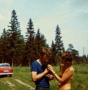 pappa och mamma med kanin