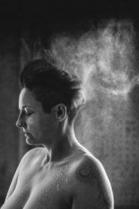Jenny´s Journey är en av bilderna i ett fotoprojekt om utsatta kvinnor, med teman som identitetssökande och pånyttfödelse.